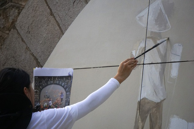 Các bức họa đều là sản phẩm của các nghệ sĩ Việt Nam và Hàn Quốc nằm trong dự án Bích họa trên phố Phùng Hưng.