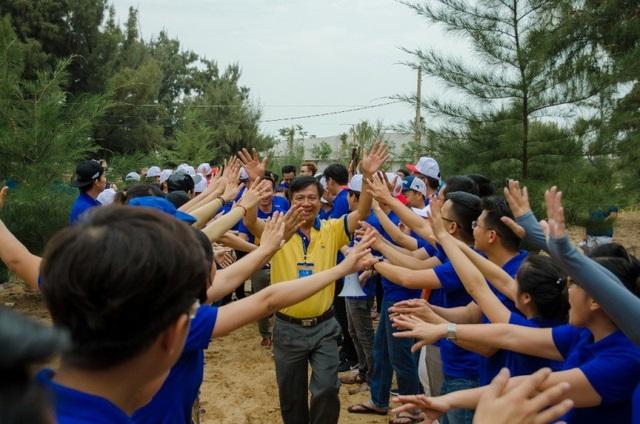 Đại diện Ban lãnh đạo công ty cũng hòa cùng không khí sôi nổi và chương trình đầy ý nghĩa của Hội trại