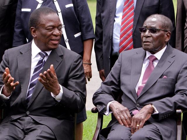 """Theo BBC, sau khi chính biến diễn ra, ông Mnangagwa đã công khai kêu gọi ông Mugabe từ chức. Ông cũng cảm ơn quân đội vì đã tiến hành cuộc chuyển giao quyền lực """"không đổ máu"""". (Ảnh: AP)"""