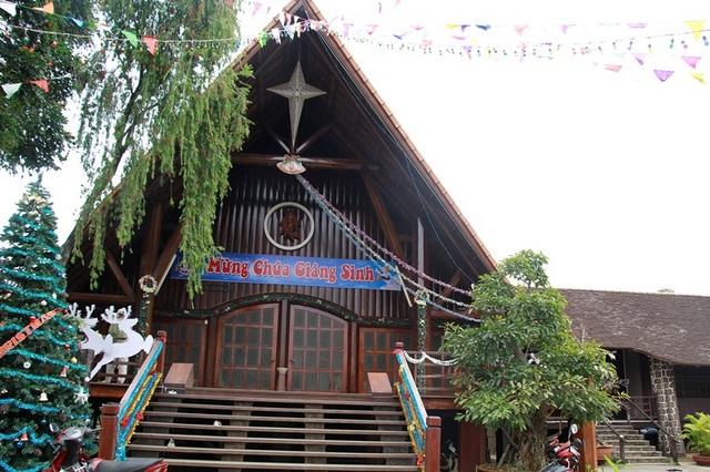 Tòa Giám mục Ban Mê Thuột được trang trí lộng lẫy