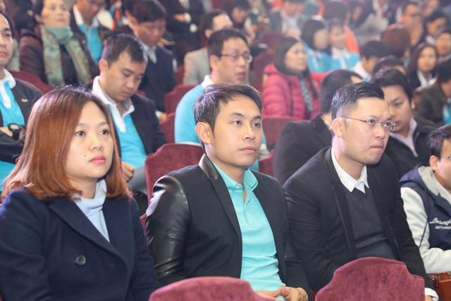 Cựu sinh viên hệ cử nhân tài năng về dự buổi lễ
