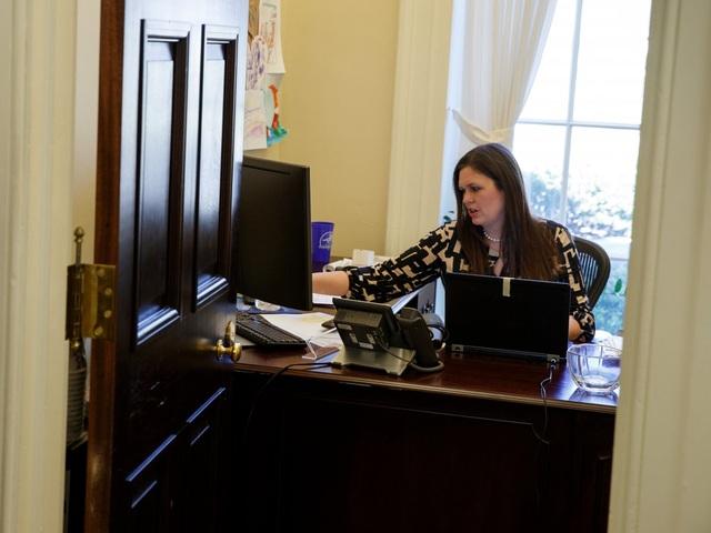 Bà Sanders từng được tạp chí Time bình chọn vào danh sách 40 người dưới 40 tuổi quyền lực nhất vào năm 2010. Bà cho biết cha bà là nguồn cảm hứng chính trị lớn nhất. Bà cũng ca ngợi cựu Tổng thống Barack Obama vì đã chỉ ra một vấn đề nhức nhối của nước Mỹ: trẻ em là nạn nhân của gia đình tan vỡ. (Ảnh: AP)