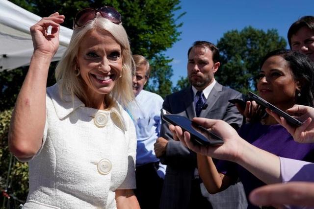 """Cố vấn Tổng thống Kellyanne Conway. Bà từng quản lý chiến dịch tranh cử của ông Trump, được mệnh danh là """"người thì thầm của ông Trump"""" và là một trong những bóng hồng quyền lực nhất nhà Trắng."""