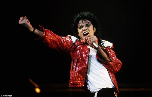 """Trong một năm trở lại đây, """"ông hoàng nhạc pop"""" quá cố Michael Jackson đã """"kiếm"""" được tới 75 triệu USD."""
