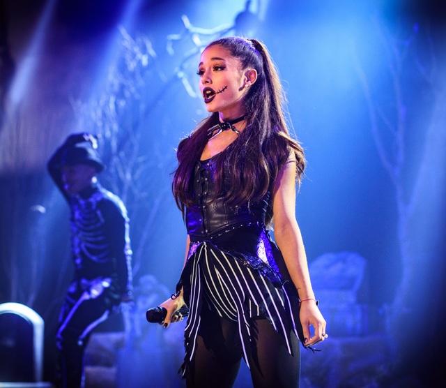 Truyền thông và công chúng Mỹ lo lắng cho Ariana Grande - 1