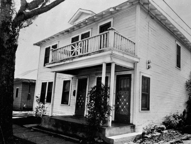 Ngôi nhà cũ của Lee Harvey Oswald tại khu Oak Cliff, Dallas, bang Texas.