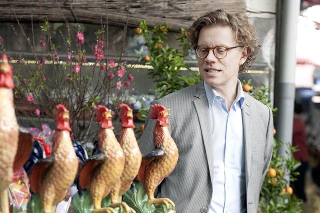 Đại sứ Thụy Điển thích thú ngắm tượng gà ở chợ gốm Bát Tràng - 6