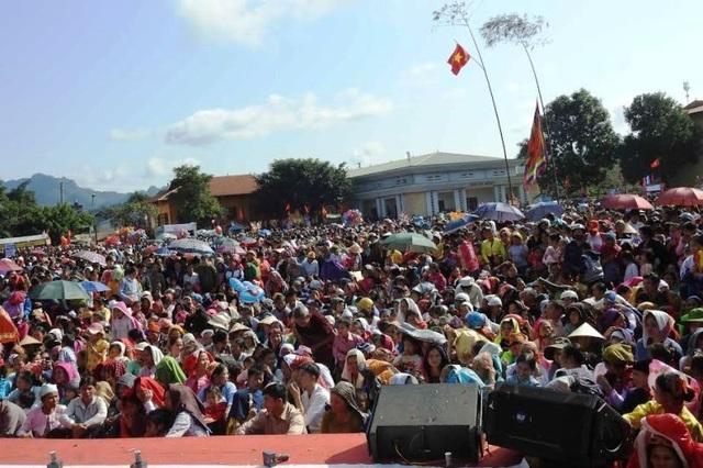 Trong các ngày lễ có hàng nghìn người đổ về tham dự.