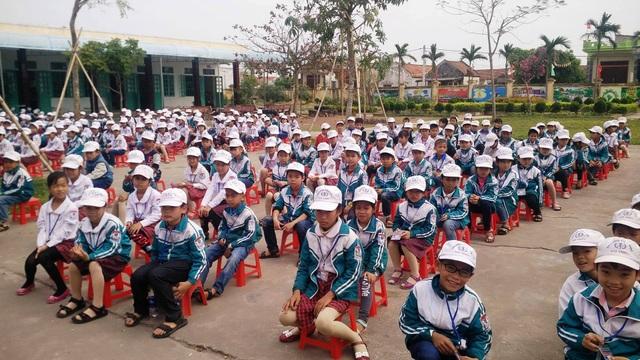 Các em học sinh vùng biển Nam Định còn gặp nhiều khó khăn