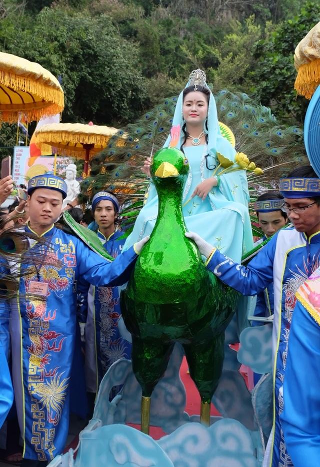 Chủ đề lễ hóa trang Quán Thế Âm năm nay là Khổng tước Minh Vương Bồ Tát