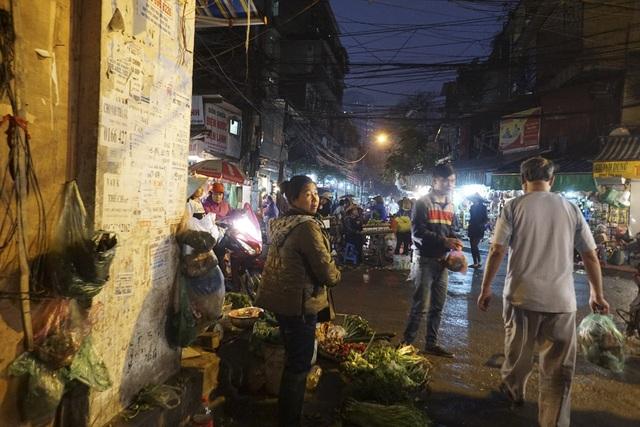 Hà Nội từng được gọi là kẻ chợ, chợ trong phố, phố trong chợ đôi khi khó xác định.