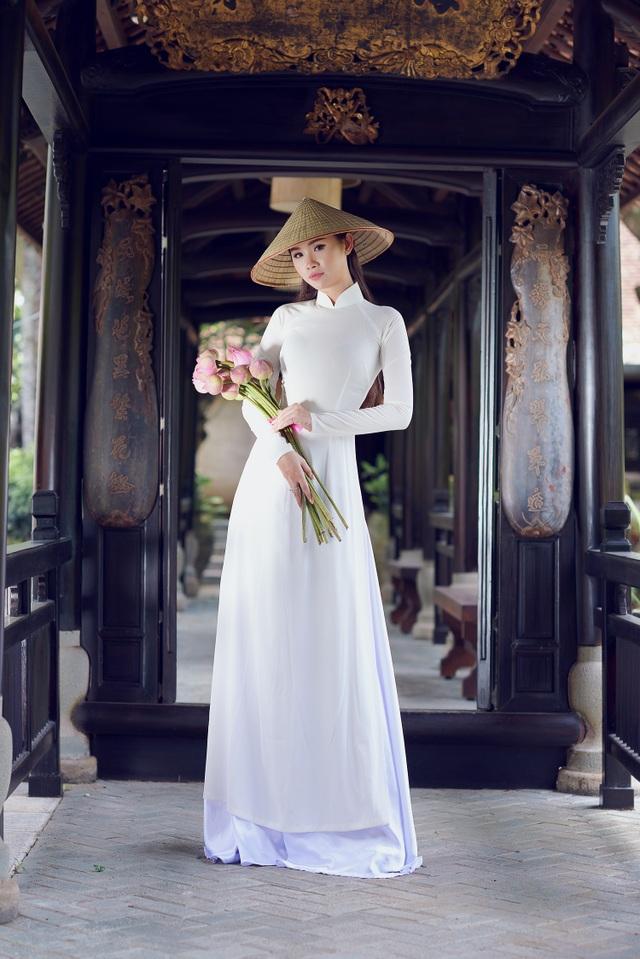 Người đẹp Hoa hậu Hoàn vũ Thanh Trang khoe vẻ mềm mại, tinh khôi với áo dài - 3