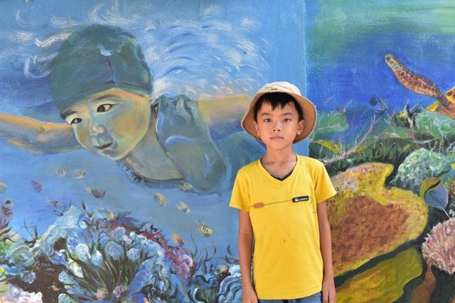 Một trong những bức bích họa ở xã Tam Hải