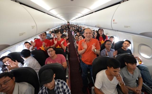 """Gần 200 hành khách Vietjet cùng hát """"Nối vòng tay lớn"""" mừng quốc khánh 2/9 - 7"""