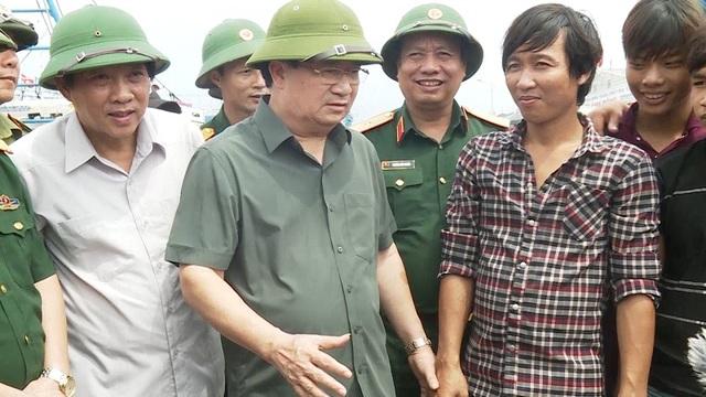 Phó Thủ tướng Trịnh Đình Dũng kiểm tra công tác ứng phó với bão số 10 tại Quảng Bình