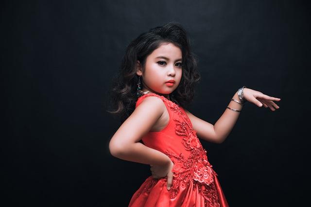 Gia Hân nhìn tựa một cô công chúa kiêu kỳ bước ra từ những câu chuyện cổ tích