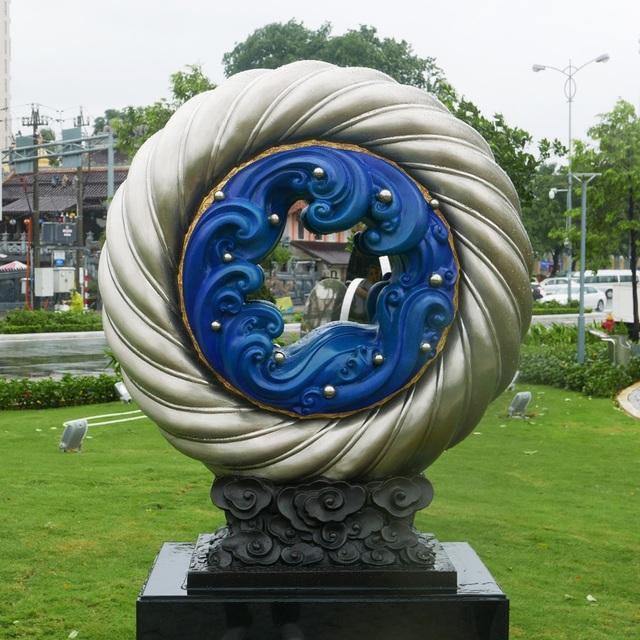 """Tác phẩm """"Tầm nhìn chung, tương tai chung"""" của Trung Quốc. Sau APEC 2017, công viên sẽ được giữ lại làm nơi dạo chơi cho du khách và người dân Đà Nẵng."""
