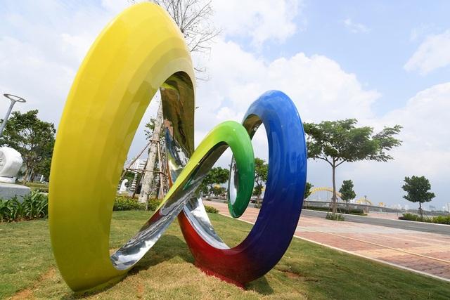 Công viên APEC đặt 21 tác phẩm điêu khắc - tạo hình đại diện cho 21 nền kinh tế thành viên.