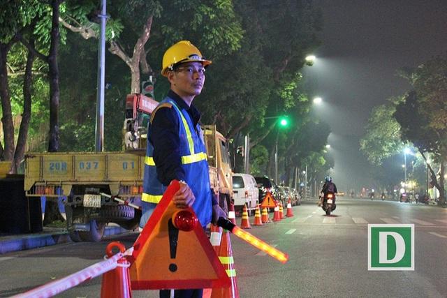 Gần 200 công nhân trắng đêm nạo vét hồ Hoàn Kiếm - 13