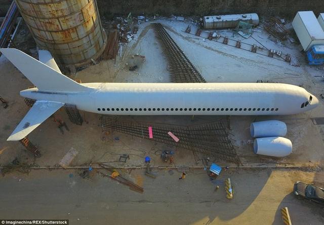 Phần cánh máy bay đang được hoàn thiện,