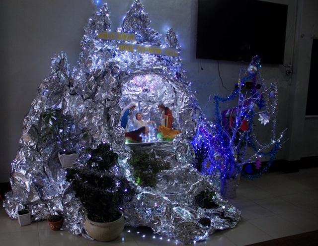 Dù trang trí đơn giản, nhưng không khí Giáng sinh đang tràn ngập ở Tiểu chủng viện Làng Sông