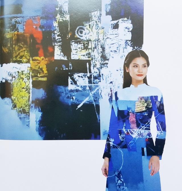 Áo dài NTK Chu La trên nền tranh họa sĩ Nguyễn Thiện Đức