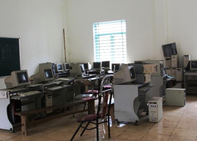 Phòng thực hành mượn máy tính nhưng cũng đã hư hỏng