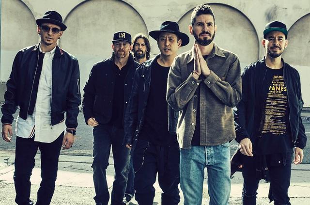 Nhóm Linkin Park. Thành viên Chester Bennington ở ngoài cùng bên trái