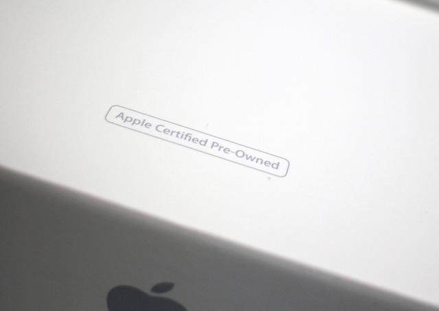 Mẫu iPhone CPO được in bên dưới hộp