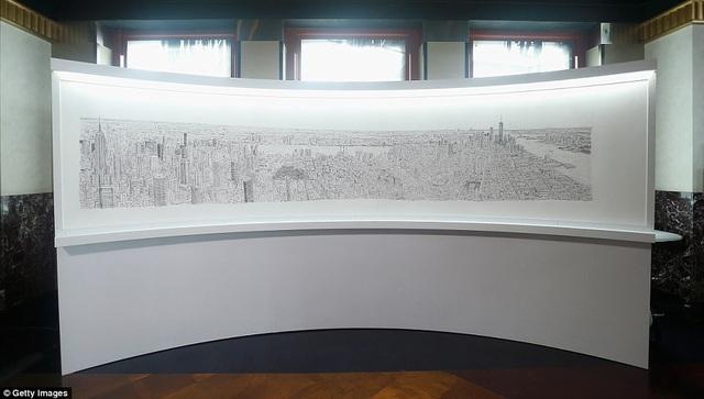 """Dù bức vẽ được thực hiện trên mặt phẳng, nhưng mức độ chi tiết và cảnh quan """"panorama"""" mở rộng đưa lại cho người xem cảm nhận rằng họ đang nhìn ngắm một bức ảnh chụp từ trực thăng."""