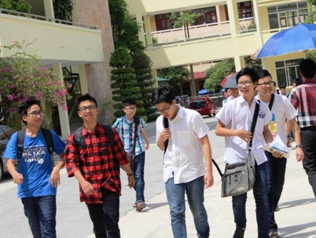 Thí sinh dự thi vào lớp 10 Trường THPT chuyên Lam Sơn năm học 2017 - 2018