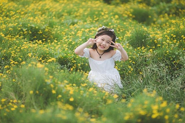 """Ngắm """"thiên thần nhí"""" hồn nhiên trên cánh đồng hoa - 14"""