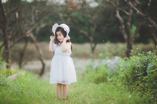 """Ngắm """"thiên thần nhí"""" hồn nhiên trên cánh đồng hoa - 12"""