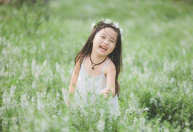 Bảo Ngọc từng chụp khá nhiều bộ ảnh nên bé tạo dáng khá thoải mái, tự nhiên. Lúc được mình nói đi chụp thì bé tỏ ra rất thích thú, phấn khởi. Sau khi xem những hình ảnh ảnh này, bé rất vui, mẹ của bé cho biết.