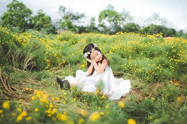 """Ngắm """"thiên thần nhí"""" hồn nhiên trên cánh đồng hoa - 9"""