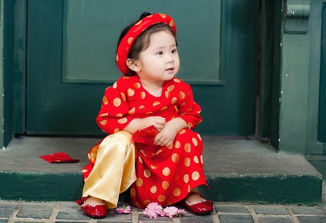 Mẫu nhí Mimi mặc áo gấm cực đáng yêu đón Tết - 11