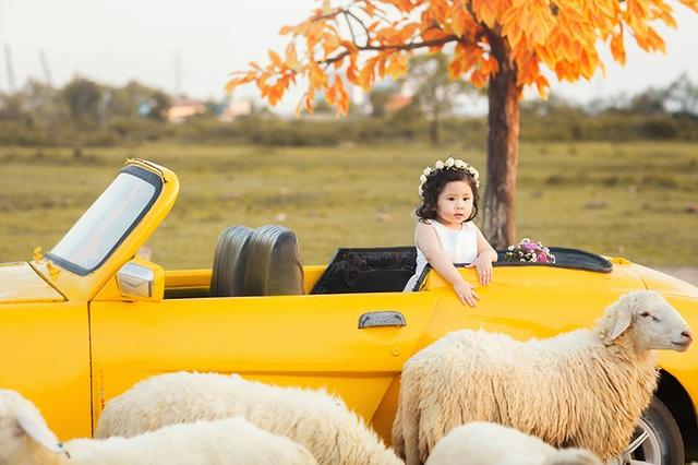 """Để có cách dạy con thông minh, gia đình của bé """"mẫu nhí"""" đáng yêu này tìm hiểu qua nhiều sách báo, kết hợp với sự đúc kết quan điểm dạy con của gia đình."""