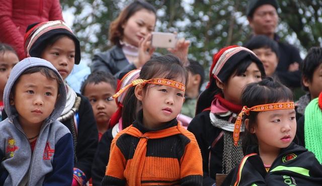 Niềm hân hoan của các em nhỏ mầm non Bát Đại Sơn trong ngày khởi công xây dựng phòng học