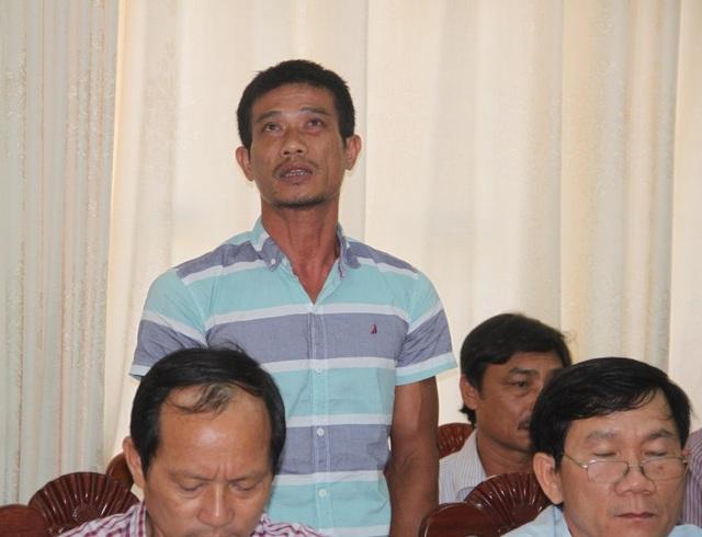 Ngư dân Nguyễn Văn Khỏe (con trai ông Nguyễn Văn Mạnh) chủ tàu BĐ 99567 TS bức xúc ý kiến tại buổi làm việc với công ty đóng tàu