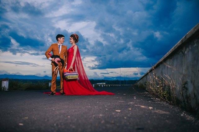 Ngay khi đăng tải, bộ ảnh cưới đã nhận được hơn 11.000 lượt cảm xúc cùng hàng trăm lượt bình luận từ cộng đồng mạng.