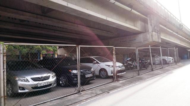 """Ninh Bình: Gầm cầu vượt bị """"xẻ thịt"""" biến thành bãi đỗ xe ô tô - 8"""