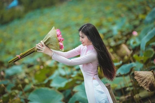 """Khoảnh khắc nữ sinh Sài Gòn trong tà áo dài """"đốn tim"""" dân mạng - 8"""