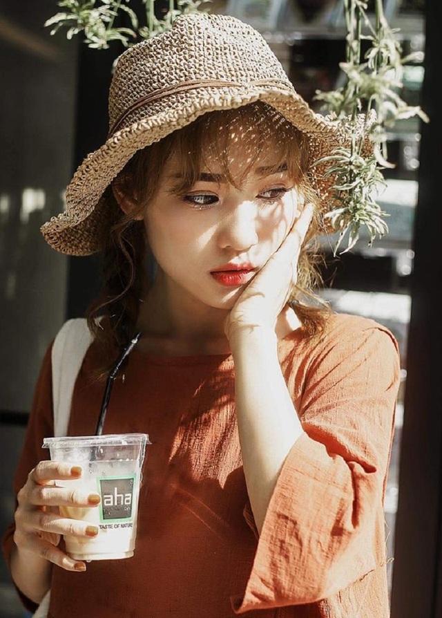 Thu Hà là một người mẫu cho các shop thời trang