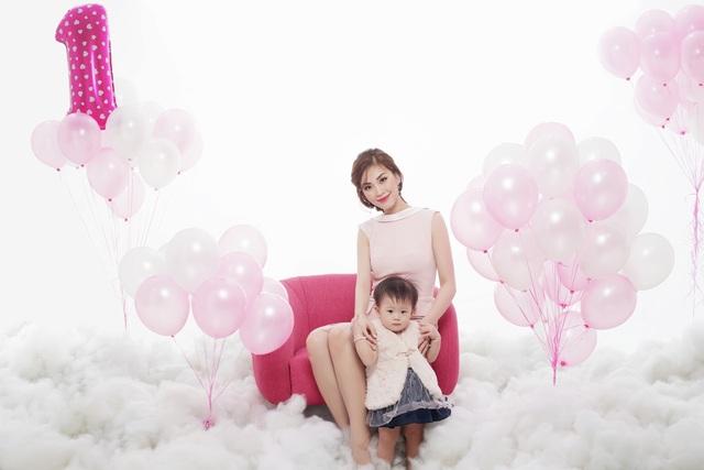 Á hậu chia sẻ, làm mẹ là một bước ngoặt rất lớn của cô nên mọi tình yêu Diễm Trang dành hết cho con.