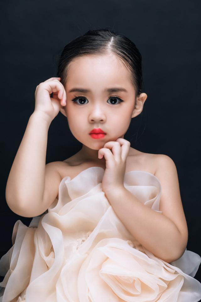 Nguyễn Nhã Uyên với phong cách thơ ngây