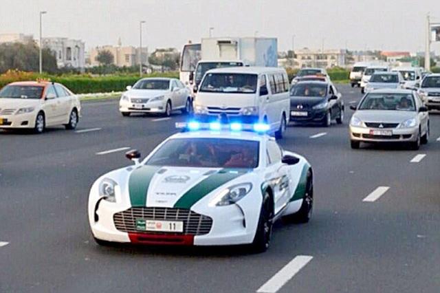 Chán siêu xe, cảnh sát Dubai chuyển sang môtô bay - 9
