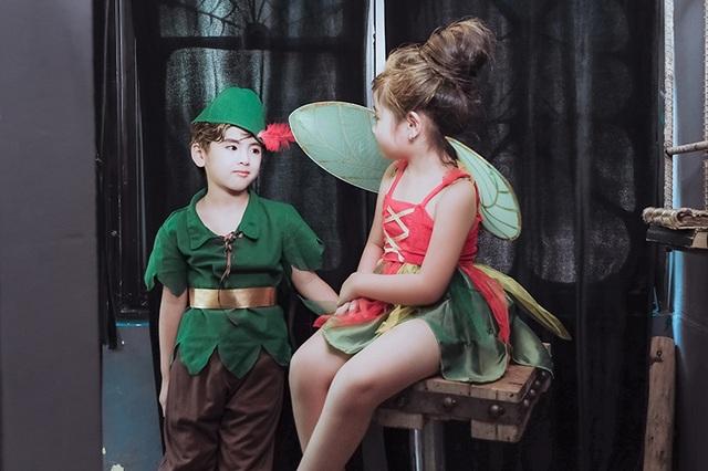 Minh Đức, Bảo Ngân - 2 mẫu nhí hóa trang thành Peter Pan và Tinker Bell