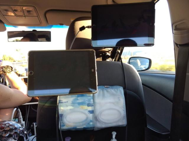 iPad, máy tính bảng, cáp sạc, tất cả đều được tài xế Uber thiết kế để chiều lòng thượng đế.