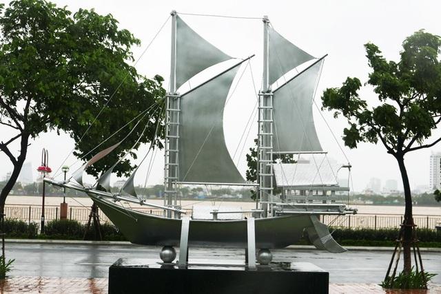 Thuyền buồm của Indonesia được đặt phía gần sông Hàn.  Phó Thủ tướng Phạm Bình Minh chia sẻ, nằm ở vị trí trung tâm của thành phố Đà Nẵng năng động, công viên là món quà Việt Nam gửi đến các vị khách quý, các nền kinh tế thành viên cũng như người dân APEC. Phó Thủ tướng cũng bày tỏ tin tưởng công viên sẽ trở thành biểu tượng cho sức sáng tạo, sức sống và tinh thần hợp tác của APEC và là một điểm du lịch hấp dẫn của thành phố Đà Nẵng.
