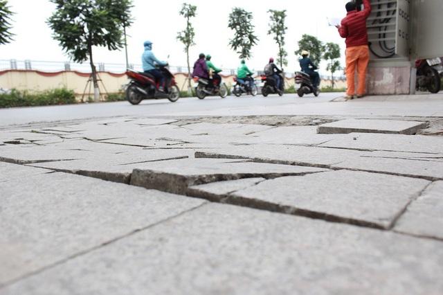 """Hà Nội: Đá lát """"bền vững 70 năm"""" vỡ nát sau hơn 1 năm sử dụng - 14"""